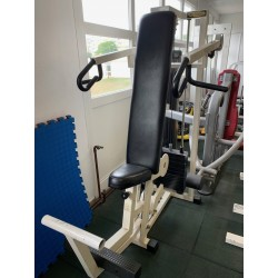 shoulder press technogym